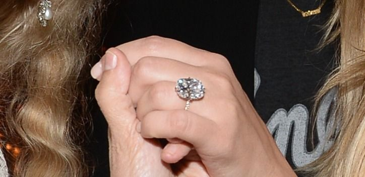 2-kim-kardashian-engagement-ring-from-kanye-west-photo-1025-w724